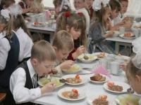 Разнообразие салатов и запрет на жареное: казахстанским школьникам обновили меню
