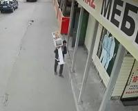 В Павлодаре бездомный похитил санитайзер и ящик для пожертвований ради 500 тенге