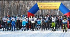 Около ста человек вышли на старт лыжного забега в Зеленой роще