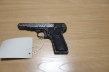 84-летний пистолет сдали в Павлодаре за вознаграждение
