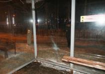 В Павлодаре пьяный горожанин разбил автобусный павильон