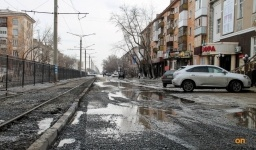 Коммунальные службы ждут нормализации погоды, чтобы заасфальтировать провалы