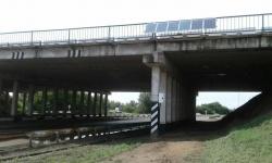 Мост на Экибастуз по омской трассе подсветили при помощи солнечных батарей и «ветряков»