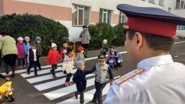 Павлодарские полицейские оборудовали в детском саду дорожную разметку, приближенную к реальности уличного движения