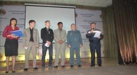 Студентов и дворника наградили медалями от МВД за спасение детей во время пожара