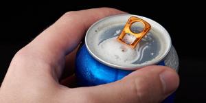 За продажу покупателю, не достигшему 21 года, двух банок пива владелец павлодарского магазина будет наказан