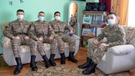 Друзья призывника из Аксу по своей воле пошли в армию вместе с ним