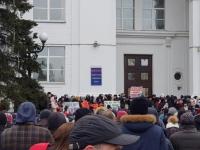 Сотни жителей Кемерова вышли на площадь с требованием отставки главы города