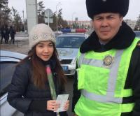 Павлодарские полицейские вновь провели акцию «Тюльпаны вместо штрафов»