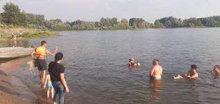 Спасатели вытащили из воды тонущего мужчину в Павлодаре