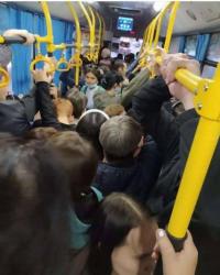 На редкие и потому полные автобусы в очередной раз пожаловались жители Павлодара