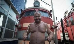 Тяжелоатлет из России сдвинул с места поезд массой 512 тонн
