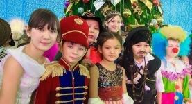 МОН запретило собирать со школьников деньги на новогодние подарки