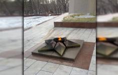Павлодарский Вечный огонь, который следовало бы уже переименовать в Периодический, наконец-то запылал