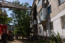 Из-за неосторожного обращения с огнем в Павлодаре загорелось несколько балконов в многоэтажке