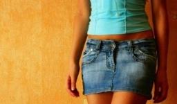 В школе Британии полным девочкам запретили носить мини-юбки