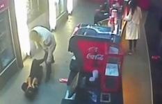 "В Астане клиент кинотеатра ""вырубил"" продавца поп-корна ударом ноги"