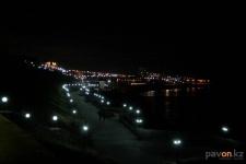 Часть фонарей на новой набережной разбили вандалы