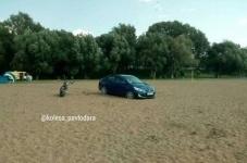 Павлодарец после ссоры с родителями выскочил на своей машине на пляж