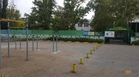 Клинике «Доктора Онипко» мешают тренажеры на государственной земле