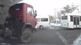 Камазист из Павлодара творит беспредел на дорогах города (Видеофакт)