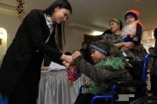 700 особенных павлодарских ребят поздравили с Новым годом