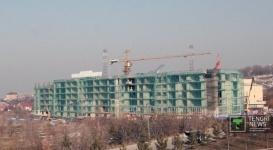 Приостановлено строительство верхних этажей дома выше Аль-Фараби, подлежащих сносу